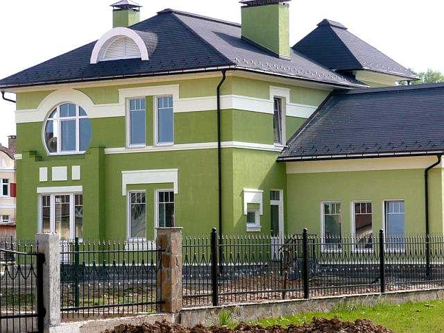 Akú farbu maľovať fasádu domu foto