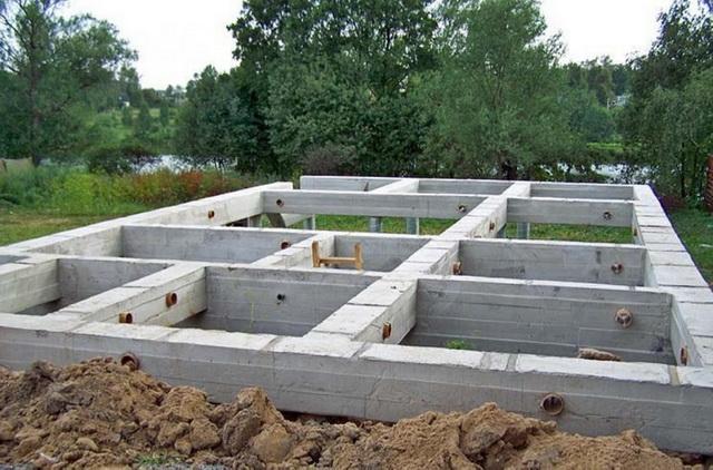 Какой фундамент лучше для дома из пеноблоков в 2 этажа на разных почвах 4